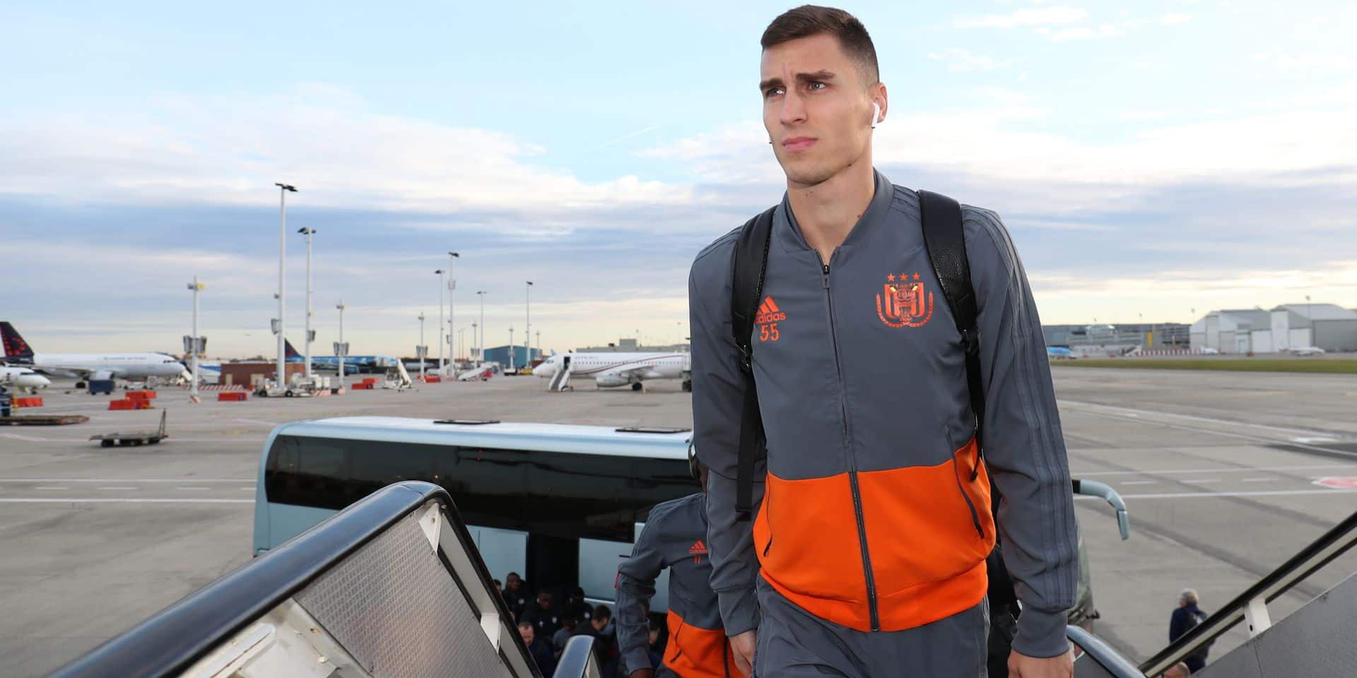 Anderlecht's Ognjen Vranjes pictured during the departure of Belgian soccer team RSC Anderlecht for Istanbul, Turkey, Wednesday 07 November 2018 at Brussels Airport, in Zaventem. Tomorrow RSC Anderlecht will meet Turkish team Fenerbahce on day four of the UEFA Europa League group stage, in group D. BELGA PHOTO VIRGINIE LEFOUR
