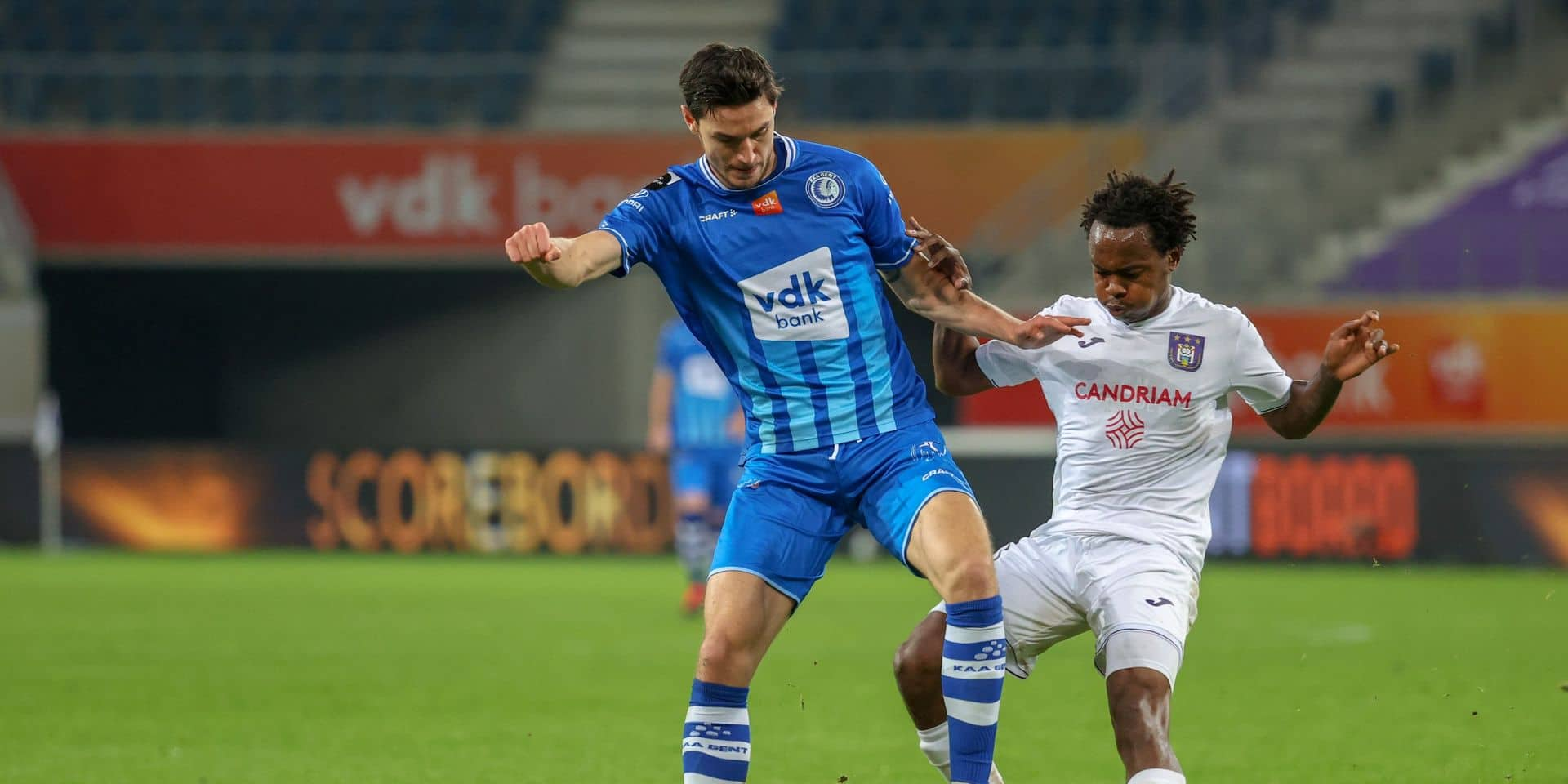 Anderlecht perd deux points en se faisant rejoindre par Gand en fin de match (1-1)