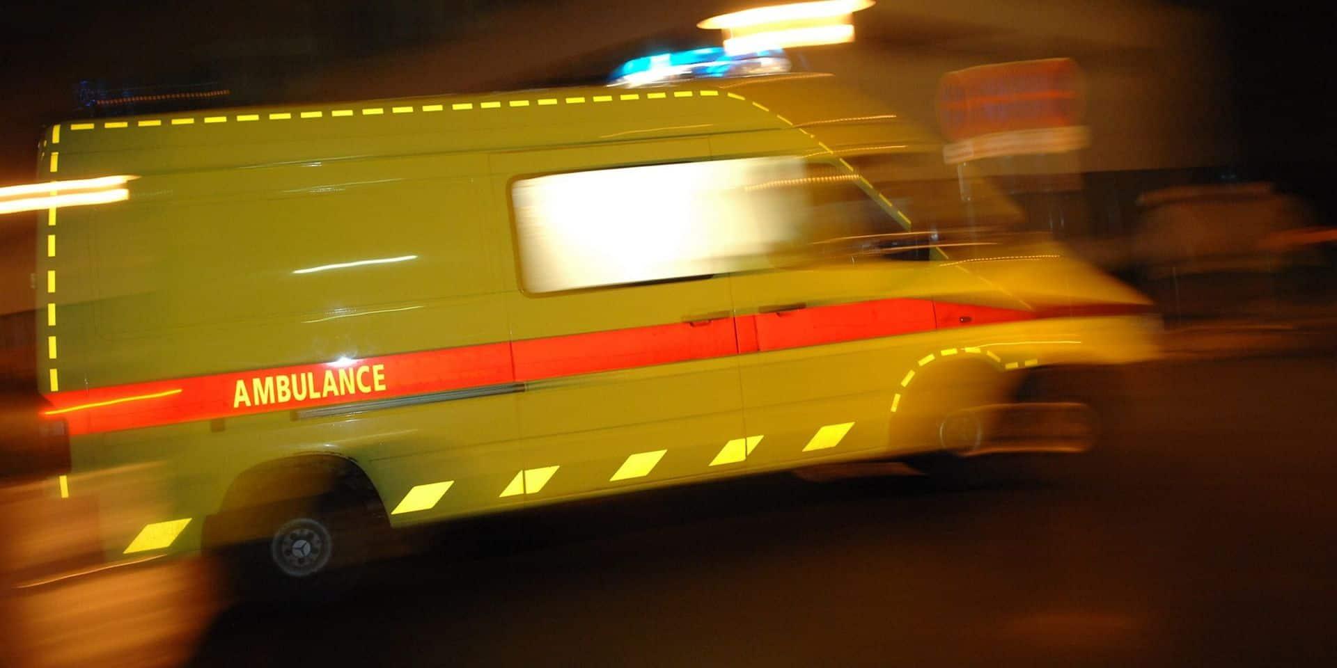 Flandre: un conducteur de 17 ans heurte une façade, son passager grièvement blessé