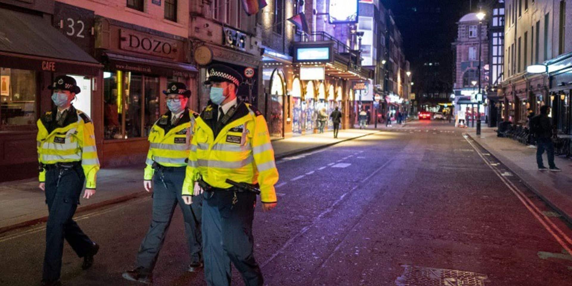 """Au lendemain des attaques de Vienne, le niveau d'alerte terroriste relevé à """"grave"""" au Royaume-Uni"""