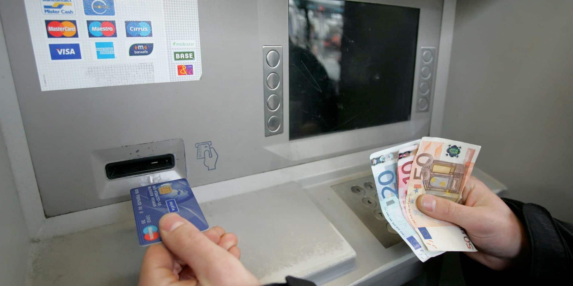 """Procès d'une vaste fraude à la carte bancaire, une victime parle: """"On m'a volé 200.000 €, je fais des cauchemars chaque nuit"""""""