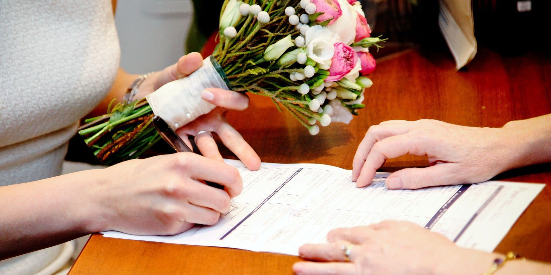 Le mariage à l'étranger, la nouvelle manière de contourner la lutte contre les mariages blancs