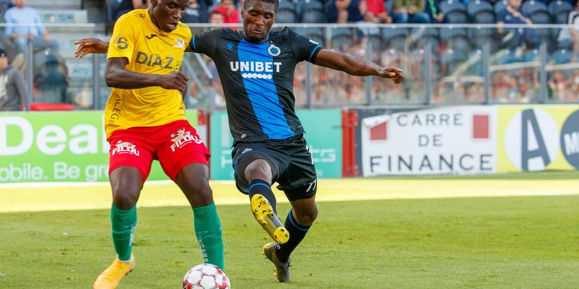 Oostende's Fashion Junior Sakala and Club's Clinton Mata fight for the ball during a soccer match between KV Oostende and Club Brugge KV, Saturday 10 August 2019 in Oostende, on the third day of the 'Jupiler Pro League' Belgian soccer championship season 2019-2020. BELGA PHOTO KURT DESPLENTER