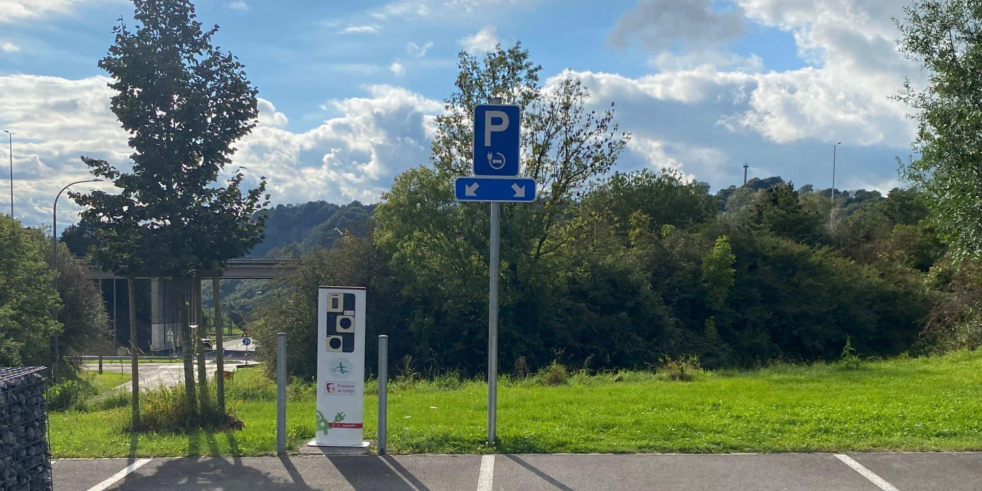 Aywaille : mise en service d'une borne de chargement pour voitures électriques au parking d'Ecovoiturage de Playe