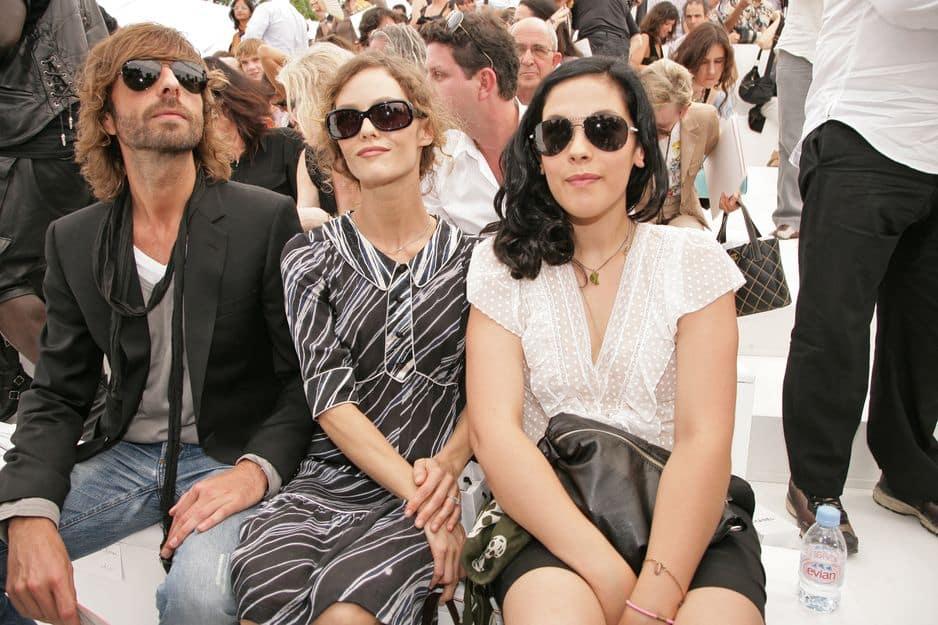 2006. Vanessa Paradis et sa soeur Alysson Paradis au défilé Chanel Haute-Couture 2006-2007