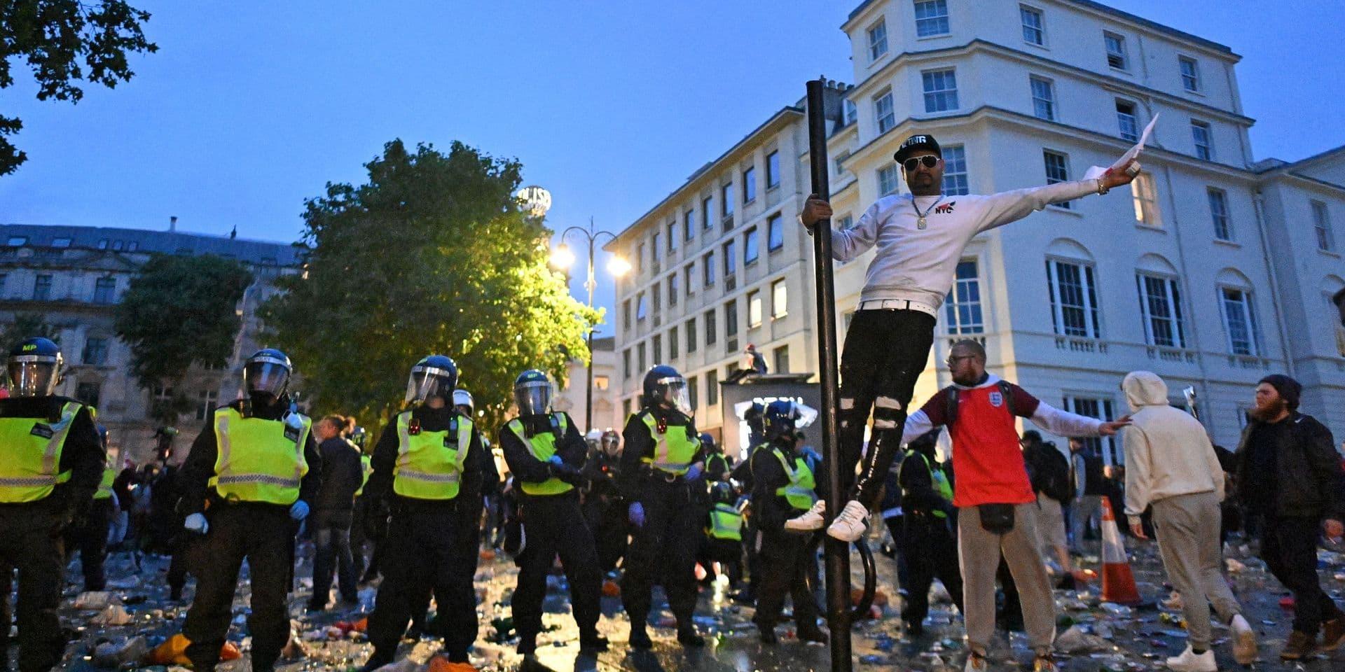 Londres: 49 personnes arrêtées et 19 policiers blessés après la finale de l'Euro
