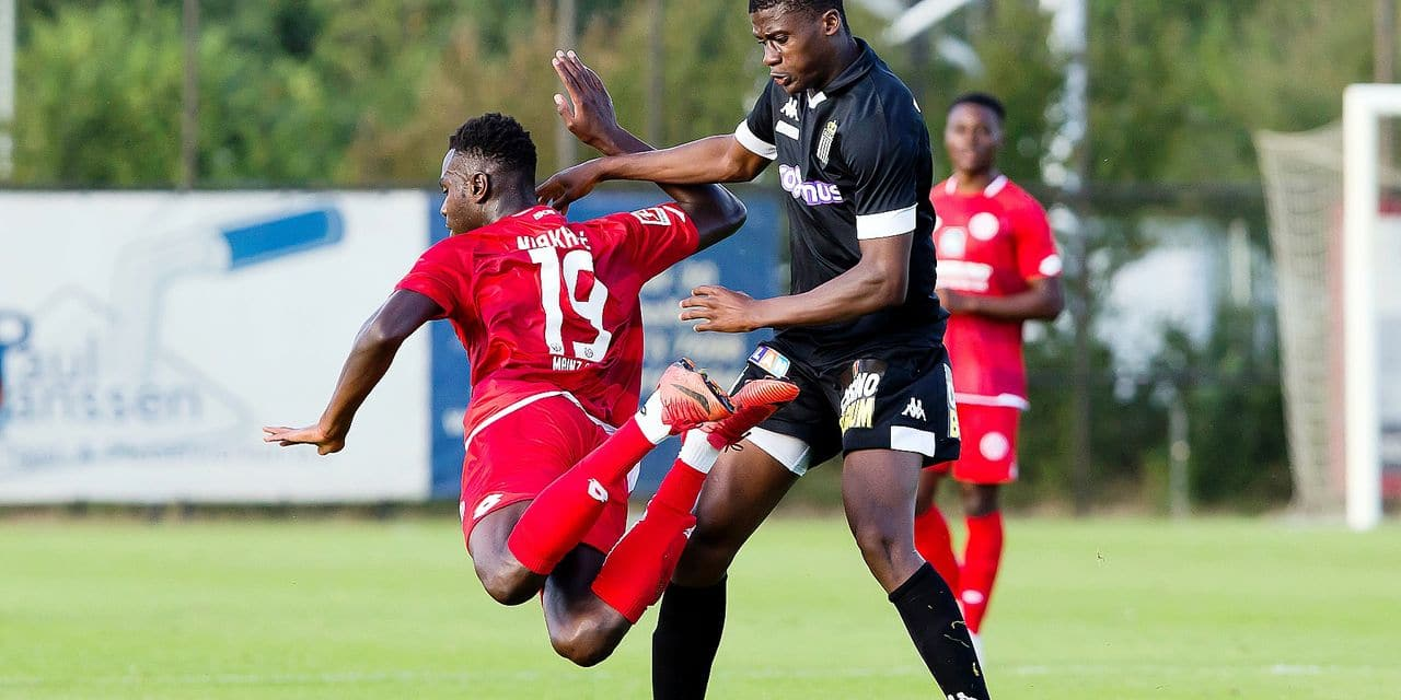 Mainz' Moussa Niakhate and Charleroi's Chris Bedia pictured in action during a friendly soccer game between Sporting Charleroi and German club 1. FSV Mainz 05, Friday 13 July 2018 in Tegelen, The Netherlands, in preparation of the 2018-2019 season. BELGA PHOTO KRISTOF VAN ACCOM