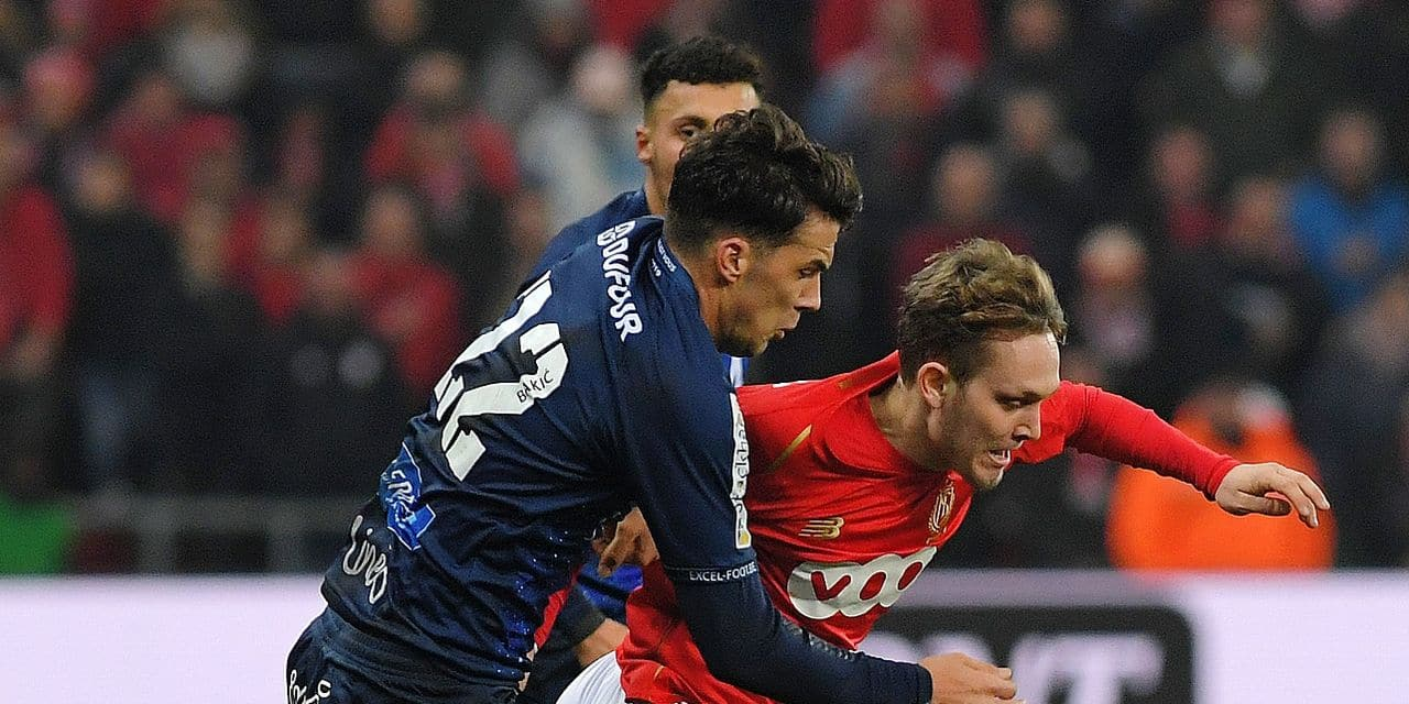 Mouscron's Marko Bakic and Standard's Alen Halilovic fight for the ball during a soccer game between Standard de Liege and Royal Excel Mouscron, Saturday 02 March 2019 in Liege, on the 28th day of the 'Jupiler Pro League' Belgian soccer championship season 2018-2019. BELGA PHOTO LUC CLAESSEN