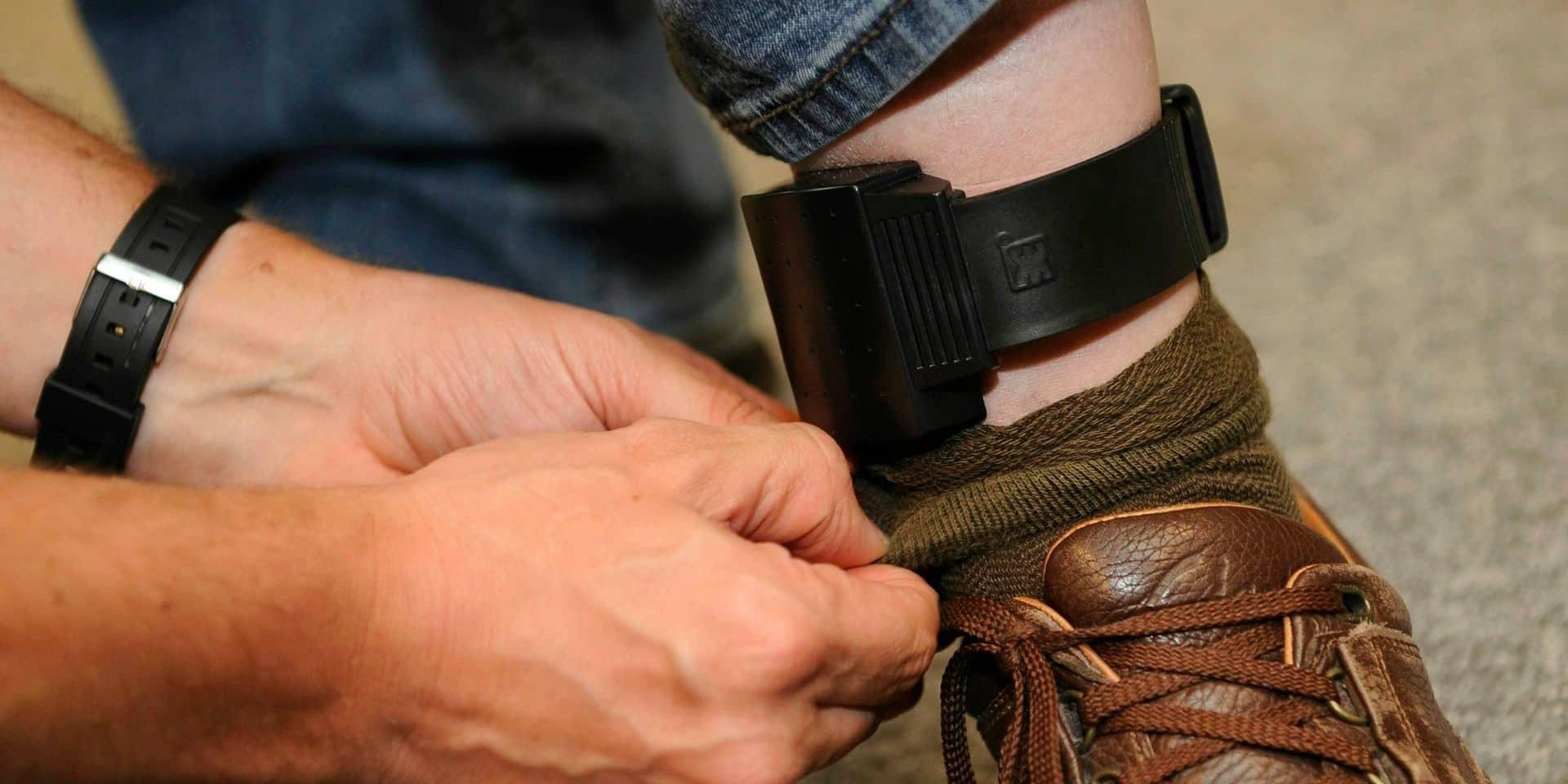 Le fraudeur se trahit… en demandant un bracelet électronique