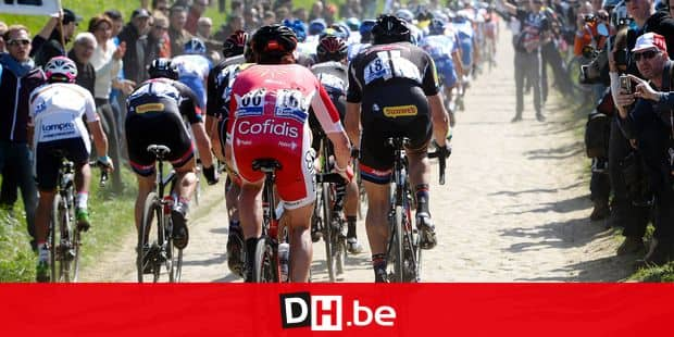 20150412 - ROUBAIX, FRANCE: Illustration picture shows the pack of cyclists during the 'Paris-Roubaix' one day cycling race, 253,5 km from Compiegne to the Velodrome in Roubaix, Sunday 12 April 2015. BELGA PHOTO DIRK WAEM