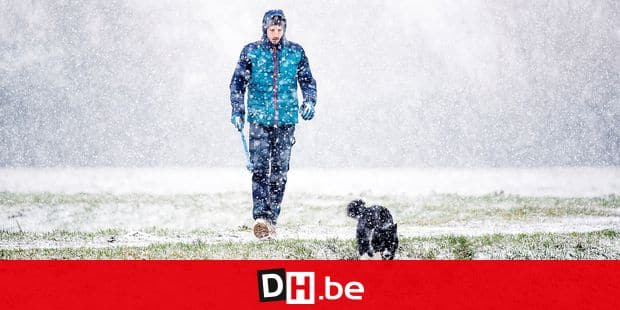 Illustration picture shows people walking in the snow over the fields, in Zemst, in the after-noon of Tuesday 22 January 2019. BELGA PHOTO JASPER JACOBS
