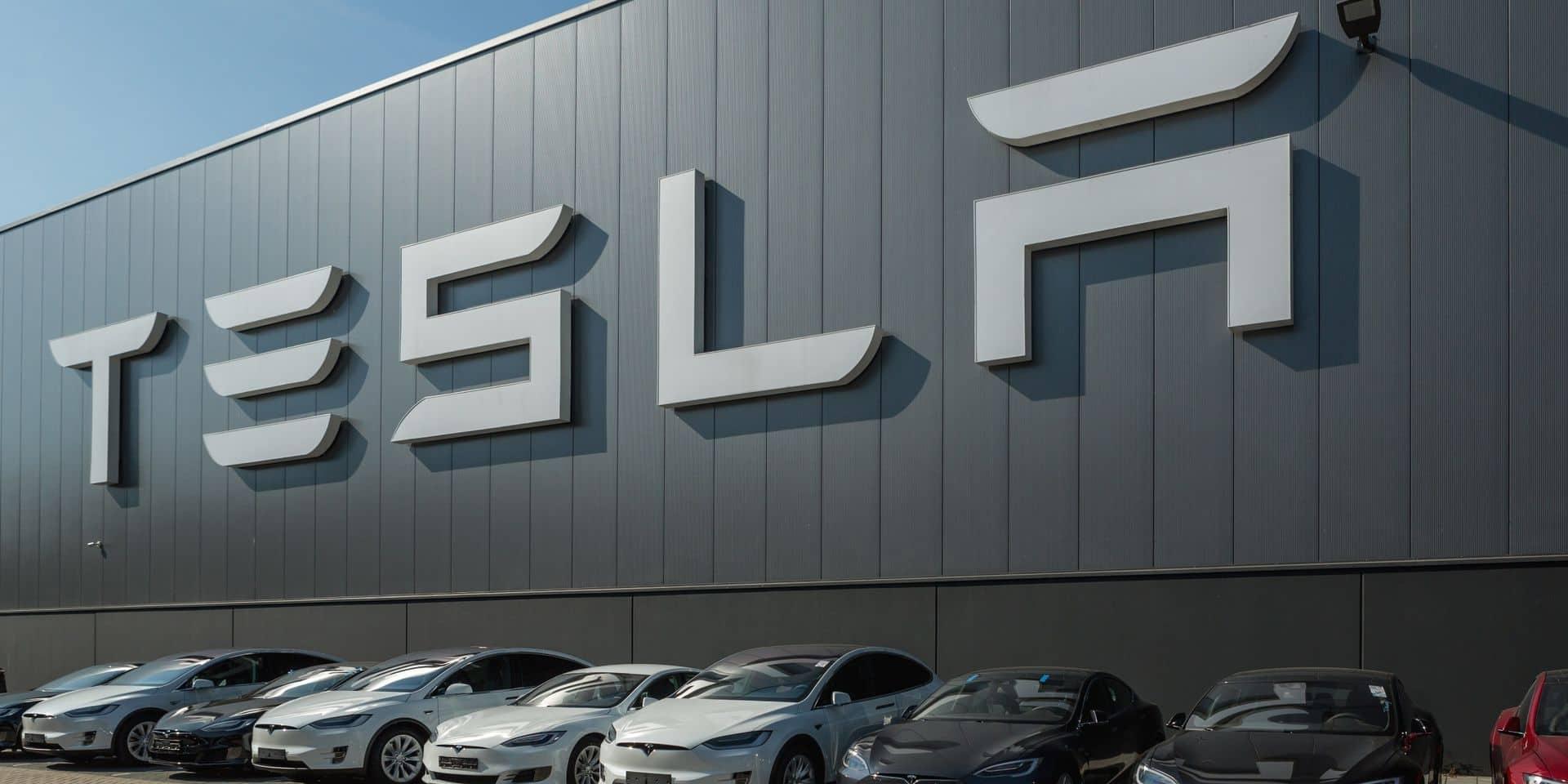 """""""Il n'y avait personne au volant du véhicule"""" : deux personnes décèdent après le crash d'une Tesla"""