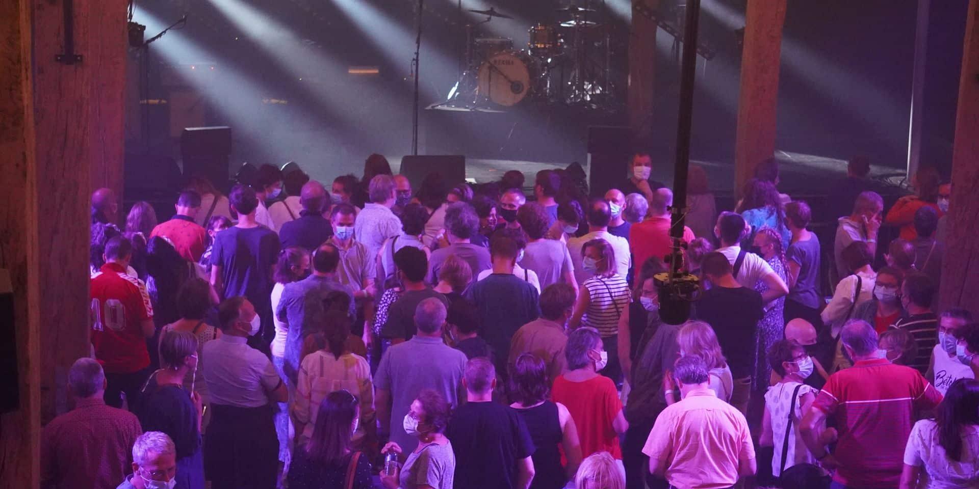 """Aucun cas positif au concert test de Saule à Louvain-la-Neuve: """"Les lieux culturels sont sûrs"""""""