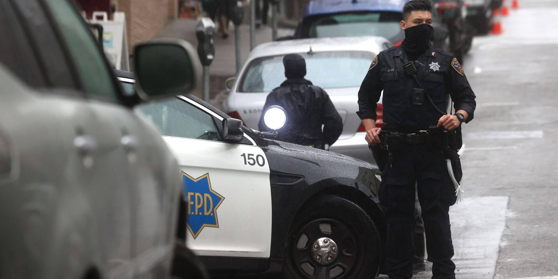 USA: un homme arrêté en possession de 5 armes à son entrée dans un supermarché