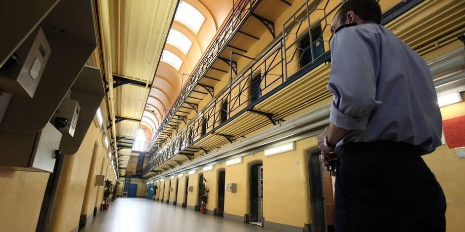 Mons: Les agents de la prison tournent le dos au ministre Koen Geens