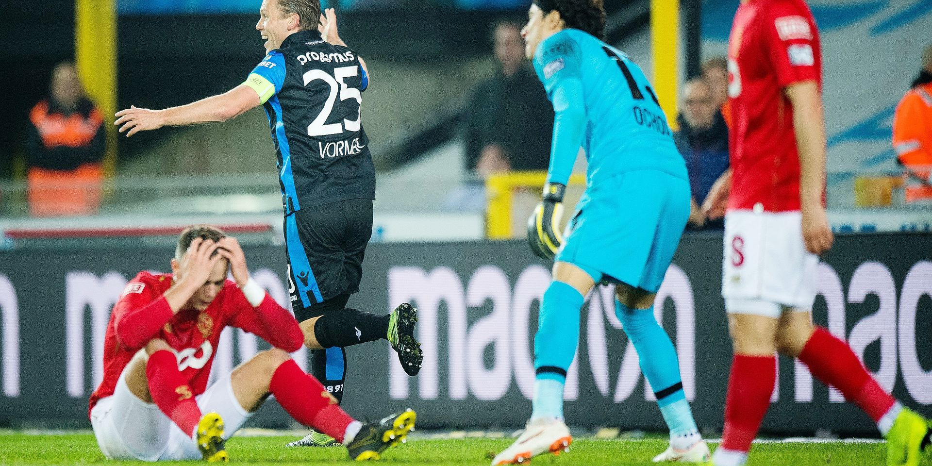 Standard's goalkeeper Guillermo Ochoa and Standard's Zinho Vanheusden look dejected after scoring an own goal during a soccer match between Club Brugge KV and Standard de Liege, Monday 08 April 2019 in Brugge, on day 3 (out of 10) of the Play-off 1 of the 'Jupiler Pro League' Belgian soccer championship. BELGA PHOTO JASPER JACOBS
