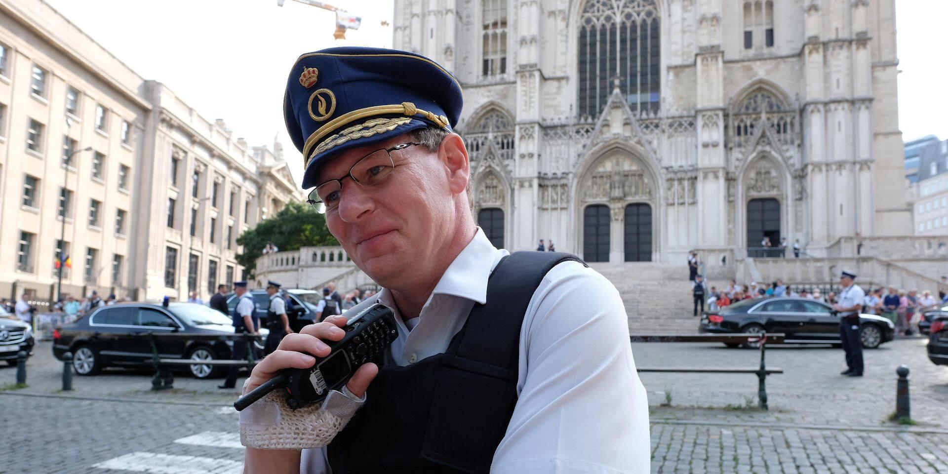 Suspecté d'avoir laissé un individu non-policier utliser du gaz lacrymogène, le commissaire Vandersmissen est écarté