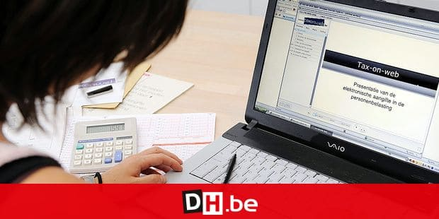 20080524 - ANTWERP, BELGIUM: Illustration picture shows a woman checking the website 'Tax on web' to fill in her tax declaration online, Saturday 24 May 2008. BELGA PHOTO DIRK WAEM