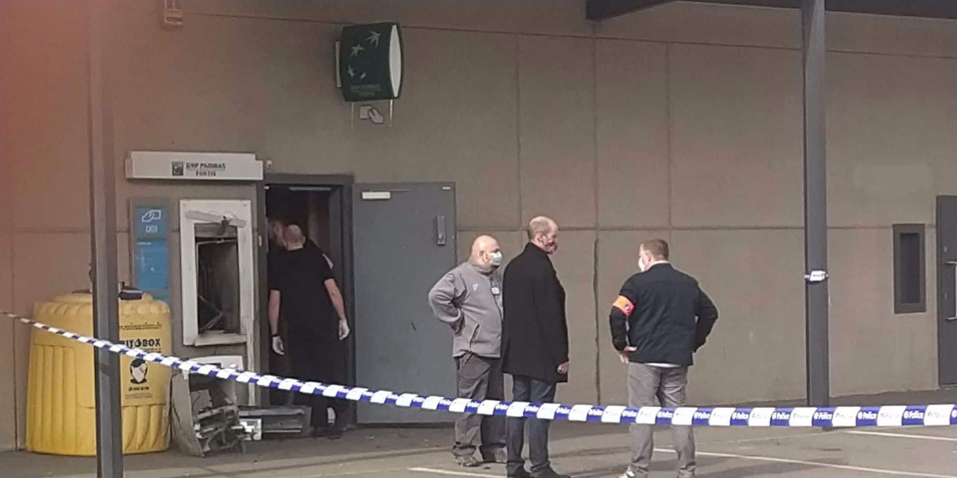 Maisières : Un distributeur attaqué à l'explosif au centre commercial