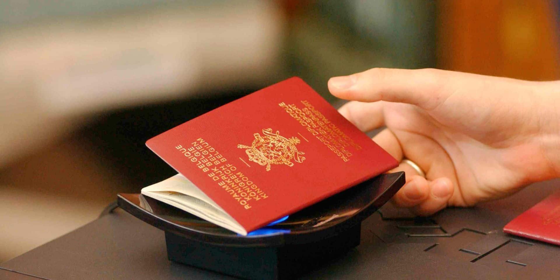 """Des passeports """"anti-Covid"""": le nouveau marché florissant des grosses fortunes pour partir en vacances tranquillement"""