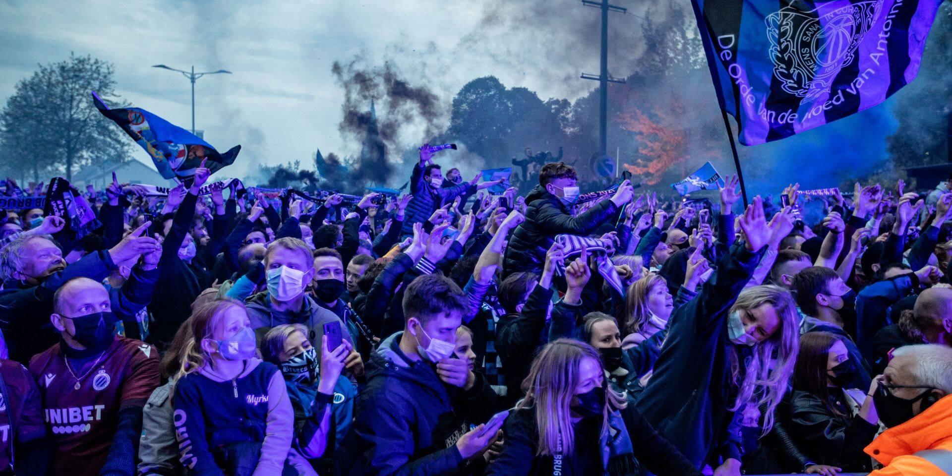 L'Autre Regard: Contrôler le public dans les stades ou le laisser faire la fête dehors?