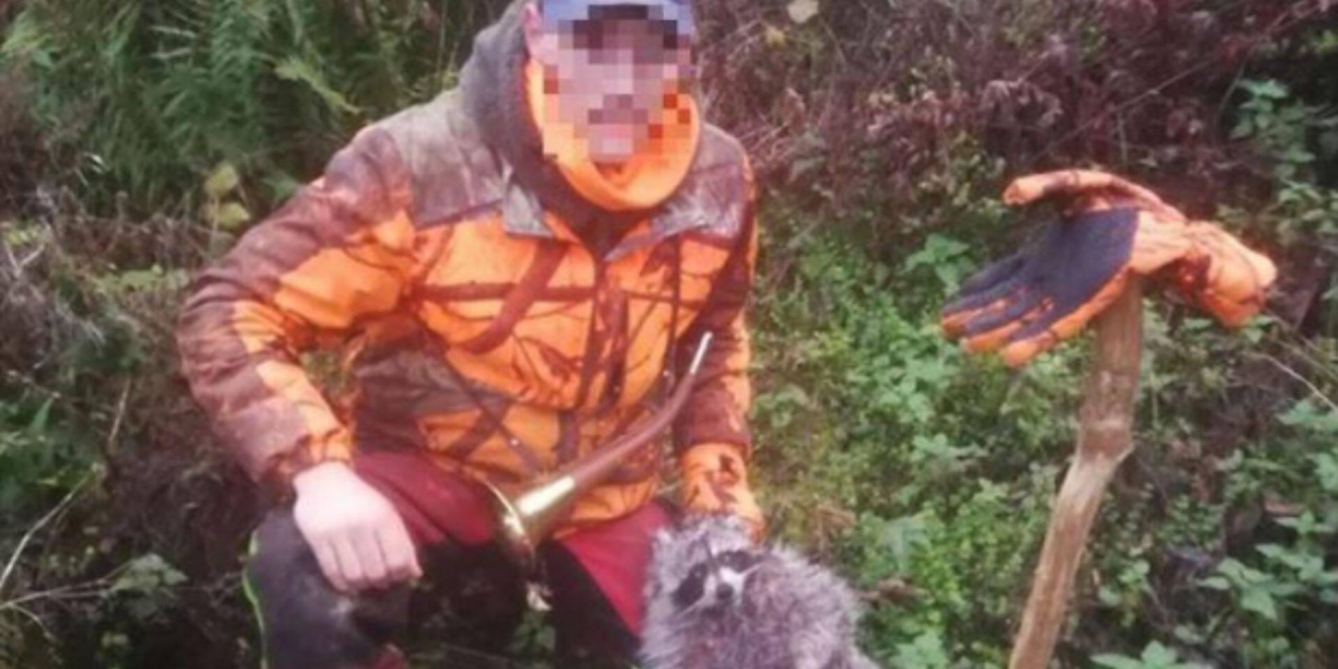 """Loïc poste une photo sur Facebook avec un raton laveur qu'il vient de tuer: """"Pitoyable"""", """"Honteux"""""""
