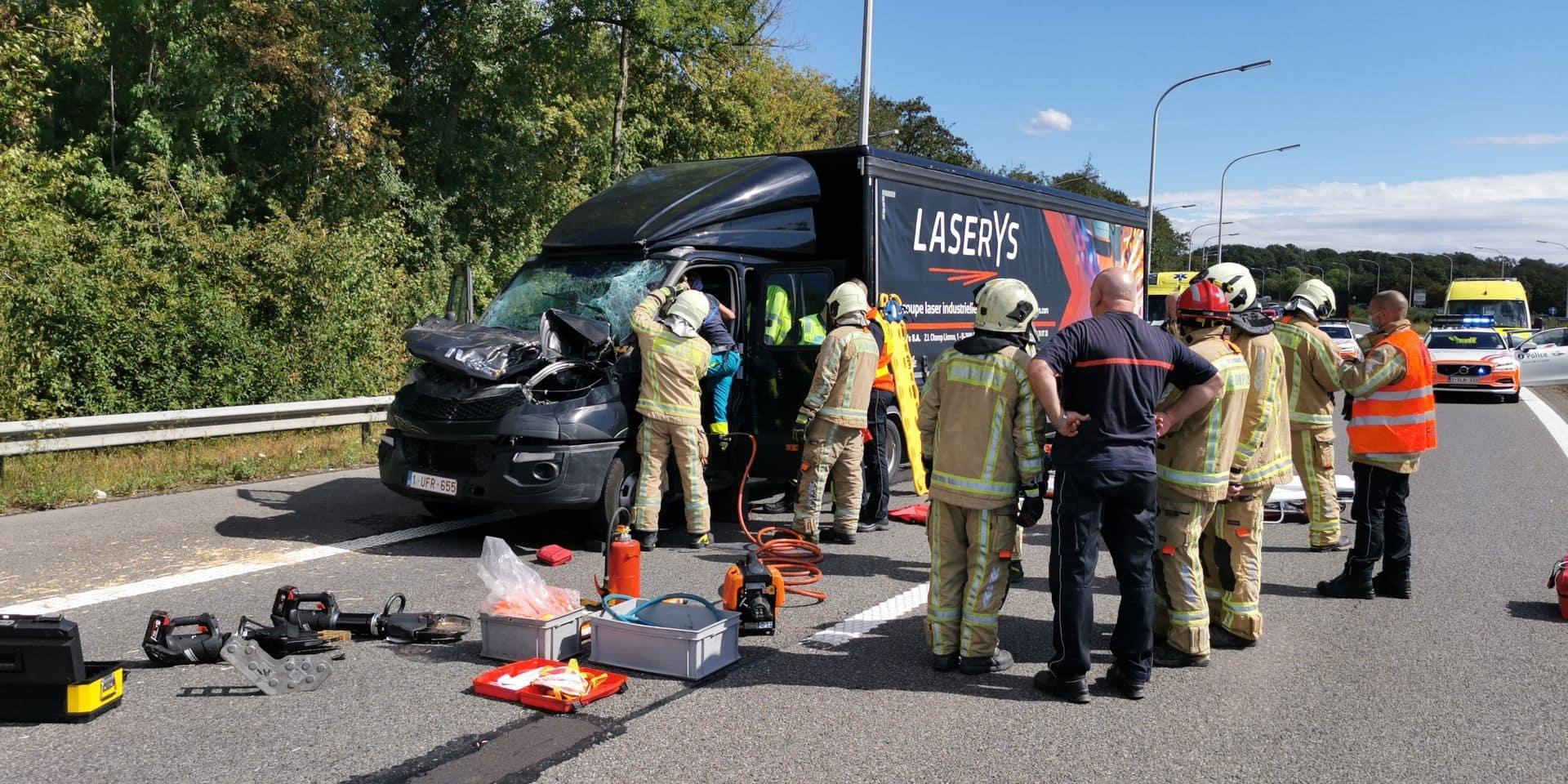Autoroute fermée à Gosselies: un blessé dans un accident entre deux camions sur l'A54