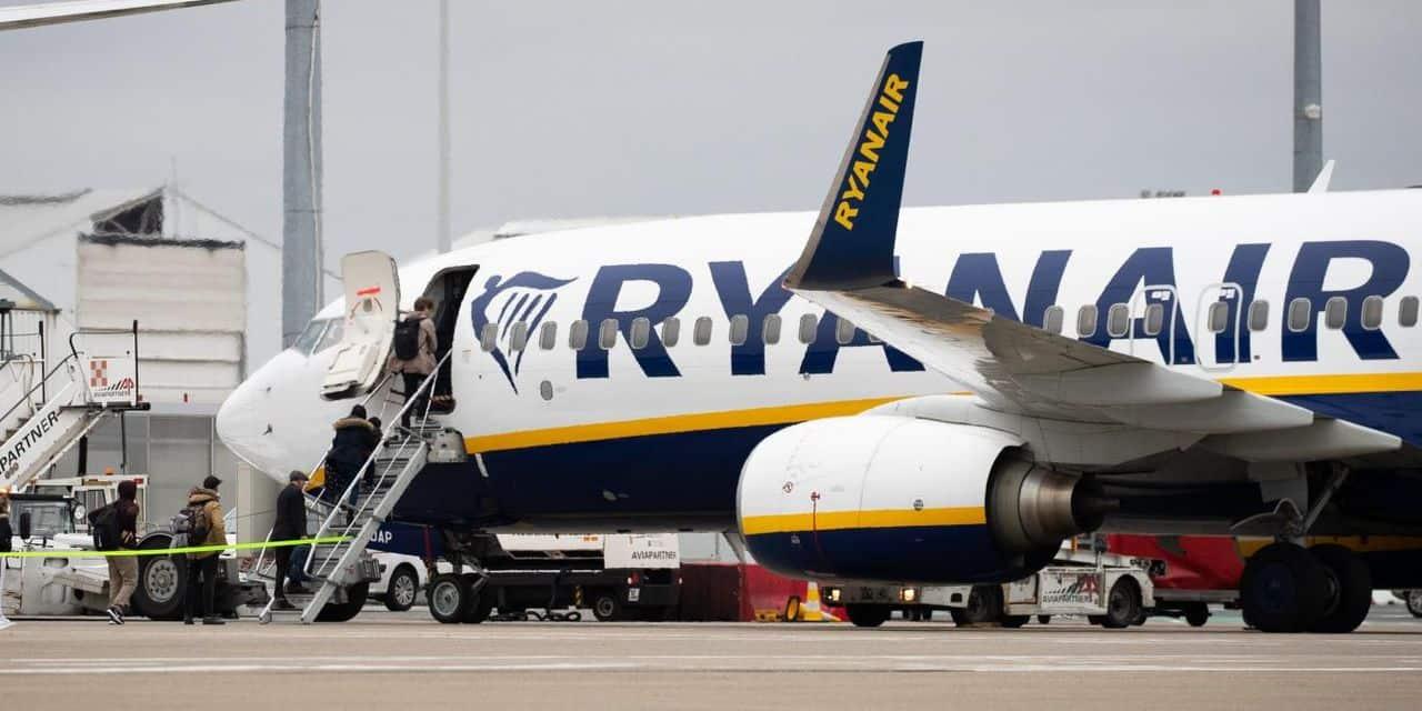 Polémique en Angleterre: Ryanair et easyJet ordonnent aux passagers de porter des masques faciaux sur tous les vols, même après la fin de la loi