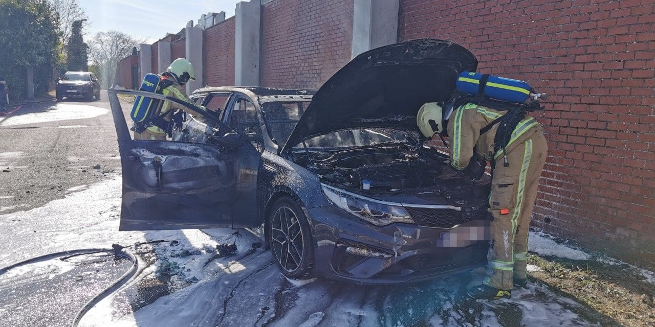 Roux: un véhicule en feu