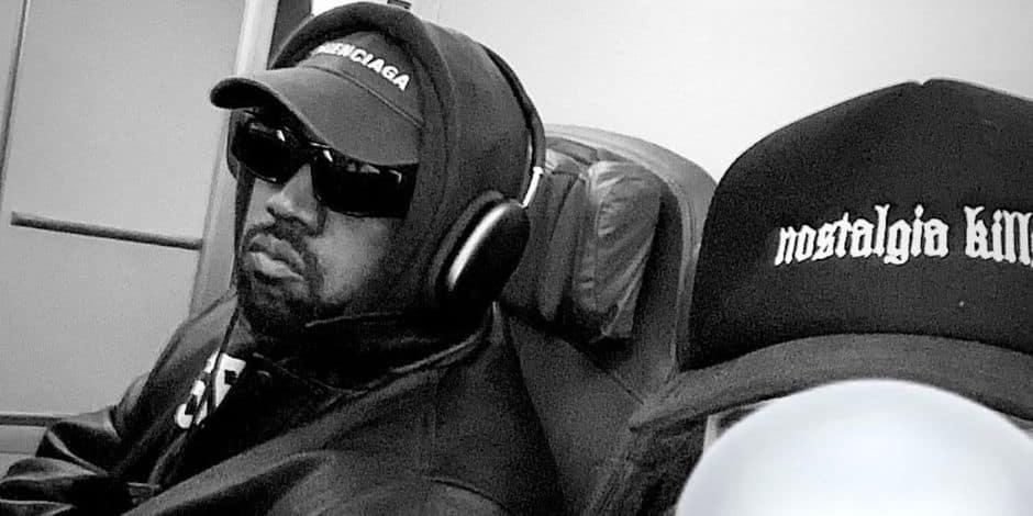 Kanye West voyage seul en classe éco, sans sécurité et rencontre des fans à bord