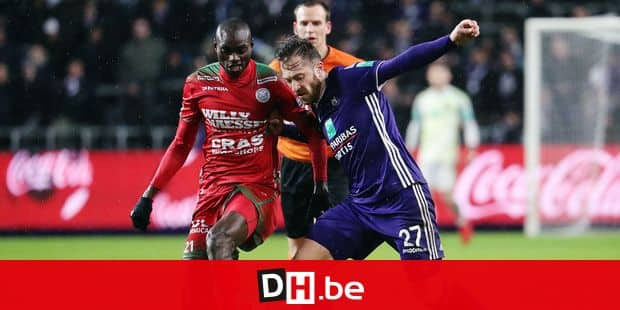 Essevee's Ibrahima Seck and Anderlecht's Peter Zulj fight for the ball during the soccer match between RSC Anderlecht and Zulte-Waregem, Sunday 10 February 2019 in Brussels, on the 25th day of the 'Jupiler Pro League' Belgian soccer championship season 2018-2019. BELGA PHOTO VIRGINIE LEFOUR