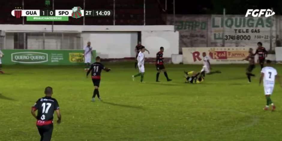 Un footballeur brésilien accusé de tentative de meurtre après avoir shooté dans un arbitre au sol