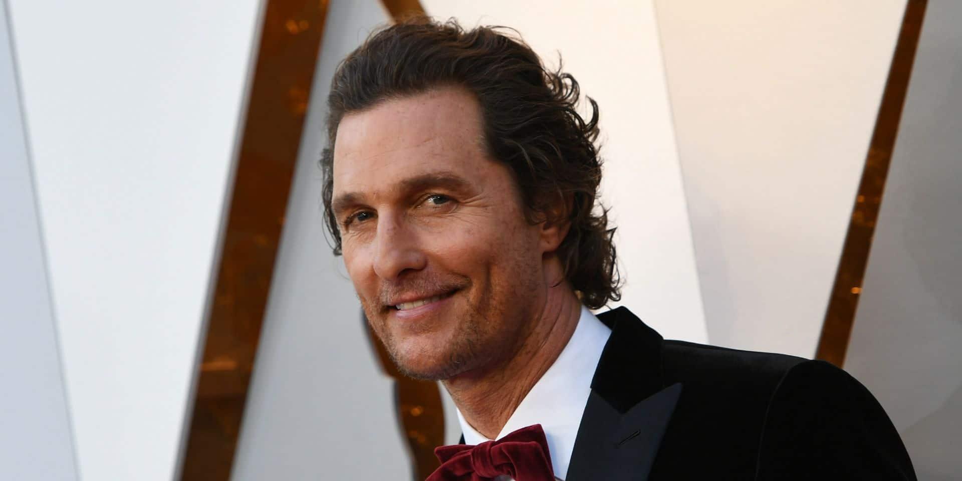 """Matthew McConaughey évoque la mort cocasse de son père : """"Il a eu une crise cardiaque en plein orgasme"""""""