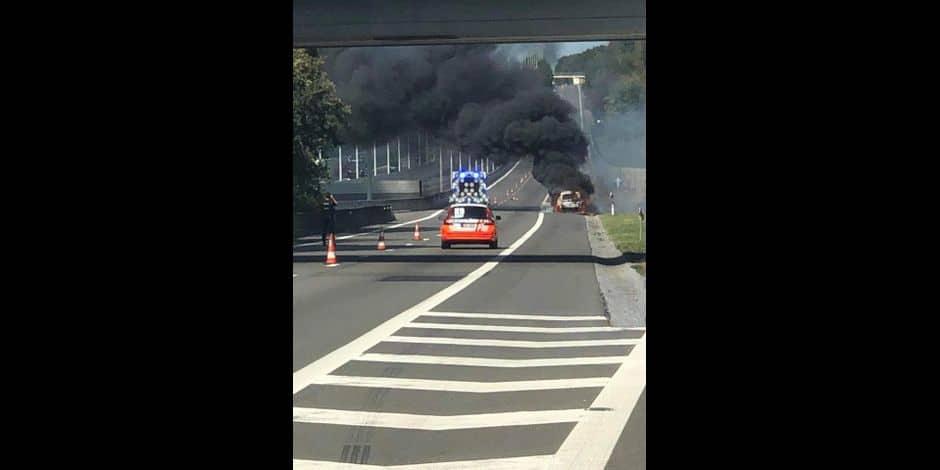 Un véhicule en feu sur l'E313 à hauteur de Boirs en direction d'Anvers