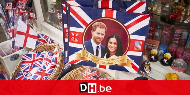 23 April 2018, Britain, Windsor: Souvenir articles showing prince harry and Meghan Markle for sale in a shop. Prince Harry and the American actress Meghan Markle are getting married on th 19 May 2018. Photo: David Azia/dpa Reporters / DPA