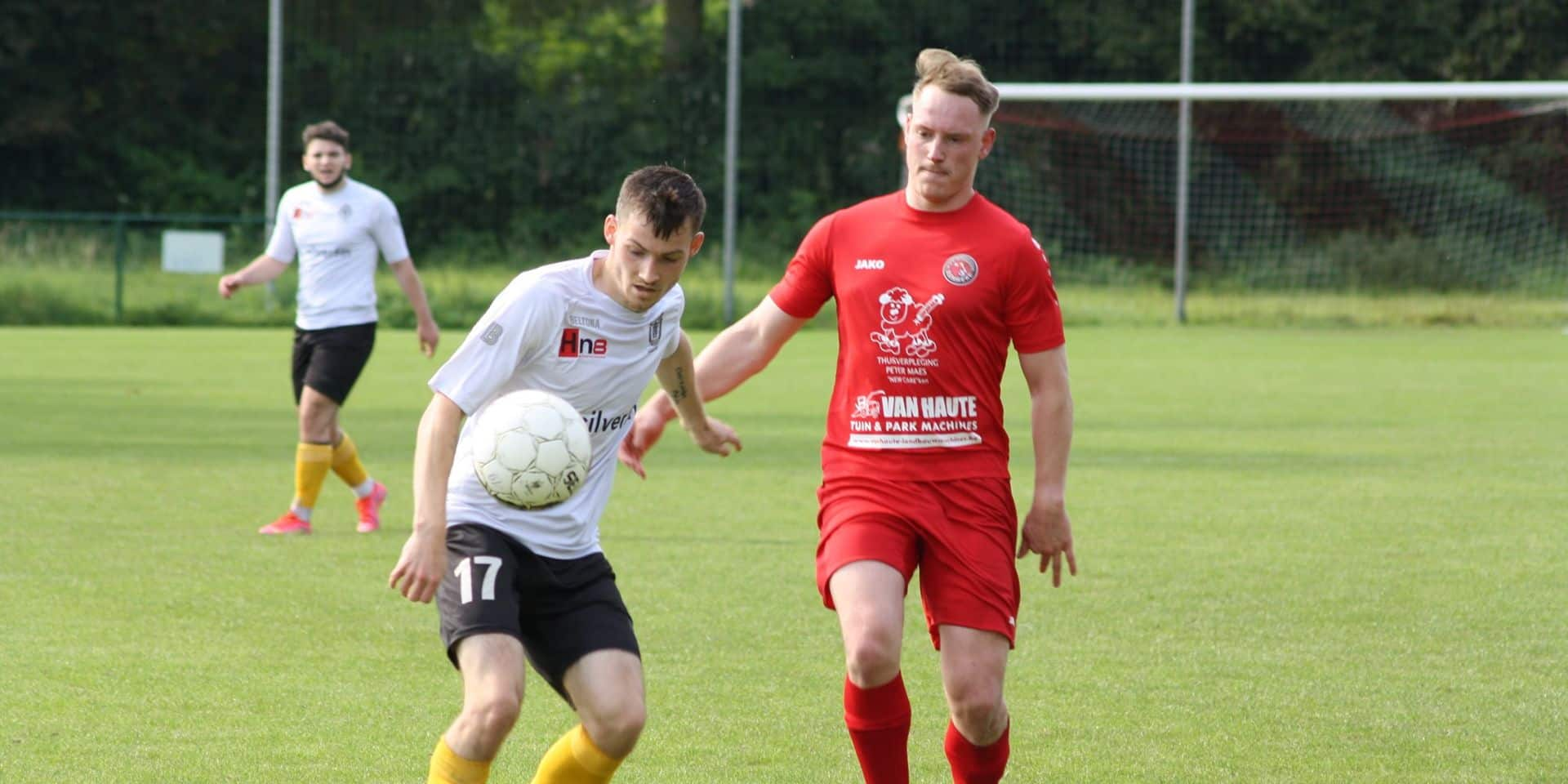 Terrible drame dans le football amateur: Niels De Wolf, 27 ans, s'effondre sur le terrain et décède d'une insuffisance cardiaque
