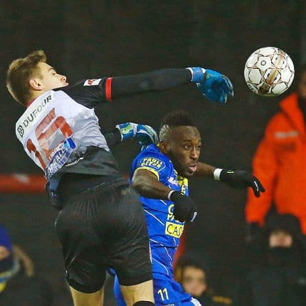 Mouscron's goalkeeper Clement Libertiaux and STVV's Yohan Boli fight for the ball during the Jupiler Pro League match between Royal Excelsior Mouscron and STVV, in Mouscron, Saturday 02 December 2017, on the day 17 of the Jupiler Pro League, the Belgian soccer championship season 2017-2018. BELGA PHOTO BRUNO FAHY