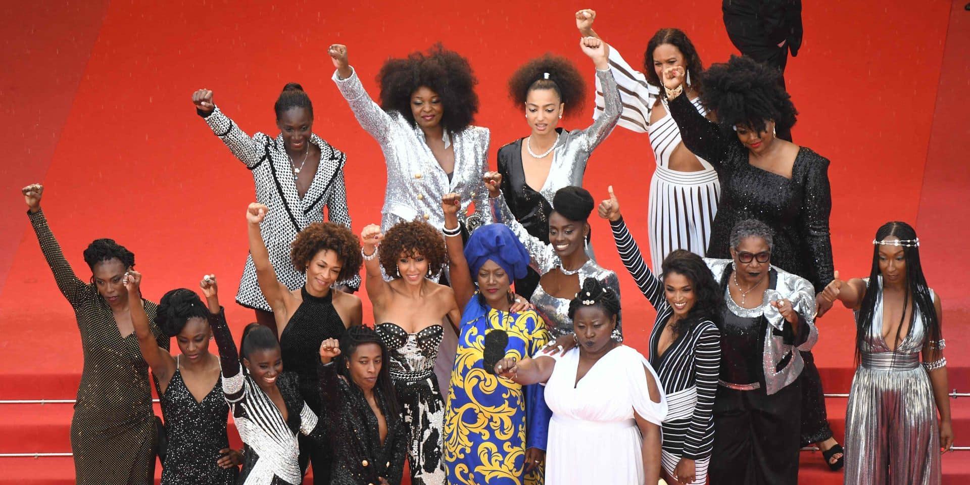 16 femmes noires montent les marches ensemble pour dénoncer le racisme latent du cinéma français