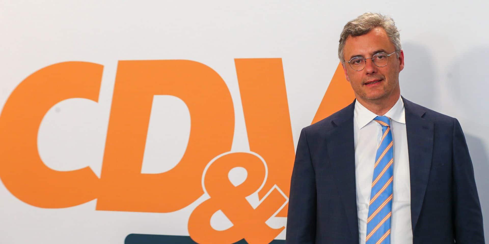"""Joachim Coens, président du CD&V, impliqué dans un accident de la route avec une jeune fille de 19 ans: """"J'espère vraiment que tout se passera bien pour elle"""""""