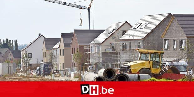 Immobilier contruction maison appartement quartier Brabant Wallon logement prêt argent hypothécaire banque ménage béton chantier tuyaux égoutage bulldozer