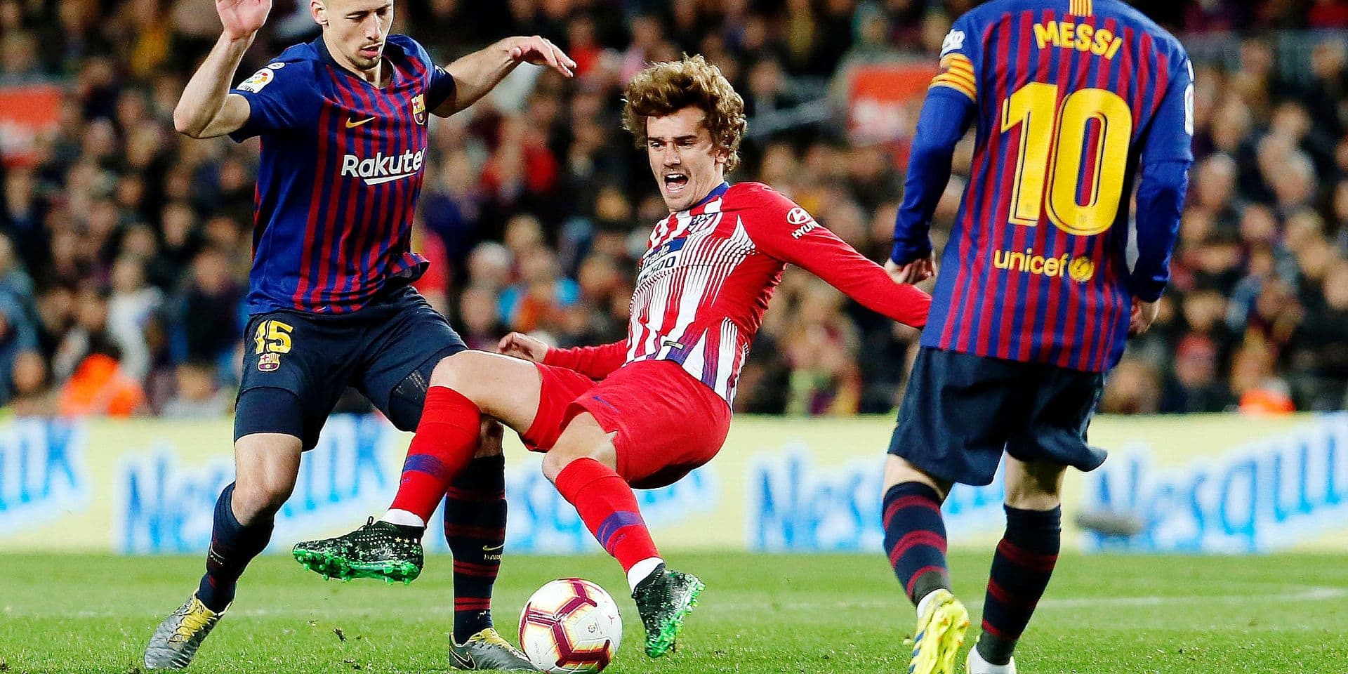 (FILES) In this file photo taken on April 06, 2019 Atletico Madrid's French forward Antoine Griezmann (C) vies with Barcelona's French defender Clement Lenglet (L) during the Spanish league football match between FC Barcelona and Club Atletico de Madrid at the Camp Nou stadium in Barcelona. - Antoine Griezmann has signed for Barcelona the club announced on July 12, 2019. (Photo by PAU BARRENA / AFP)