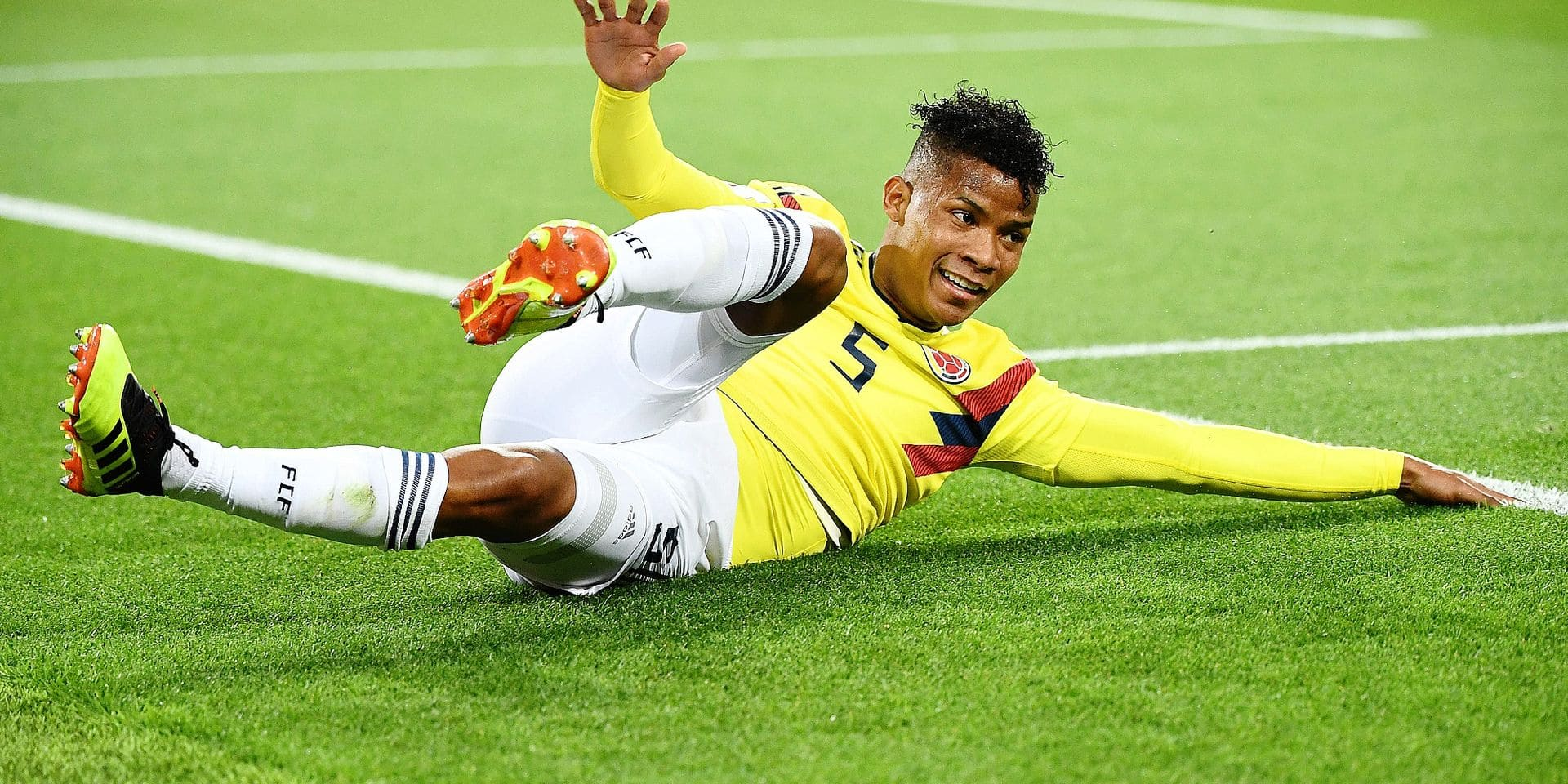 Colombia's midfielder Wilmar Barrios reacts as he falls during the Russia 2018 World Cup round of 16 football match between Colombia and England at the Spartak Stadium in Moscow on July 3, 2018. / AFP PHOTO / FRANCK FIFE / RESTRICTED TO EDITORIAL USE - NO MOBILE PUSH ALERTS/DOWNLOADS