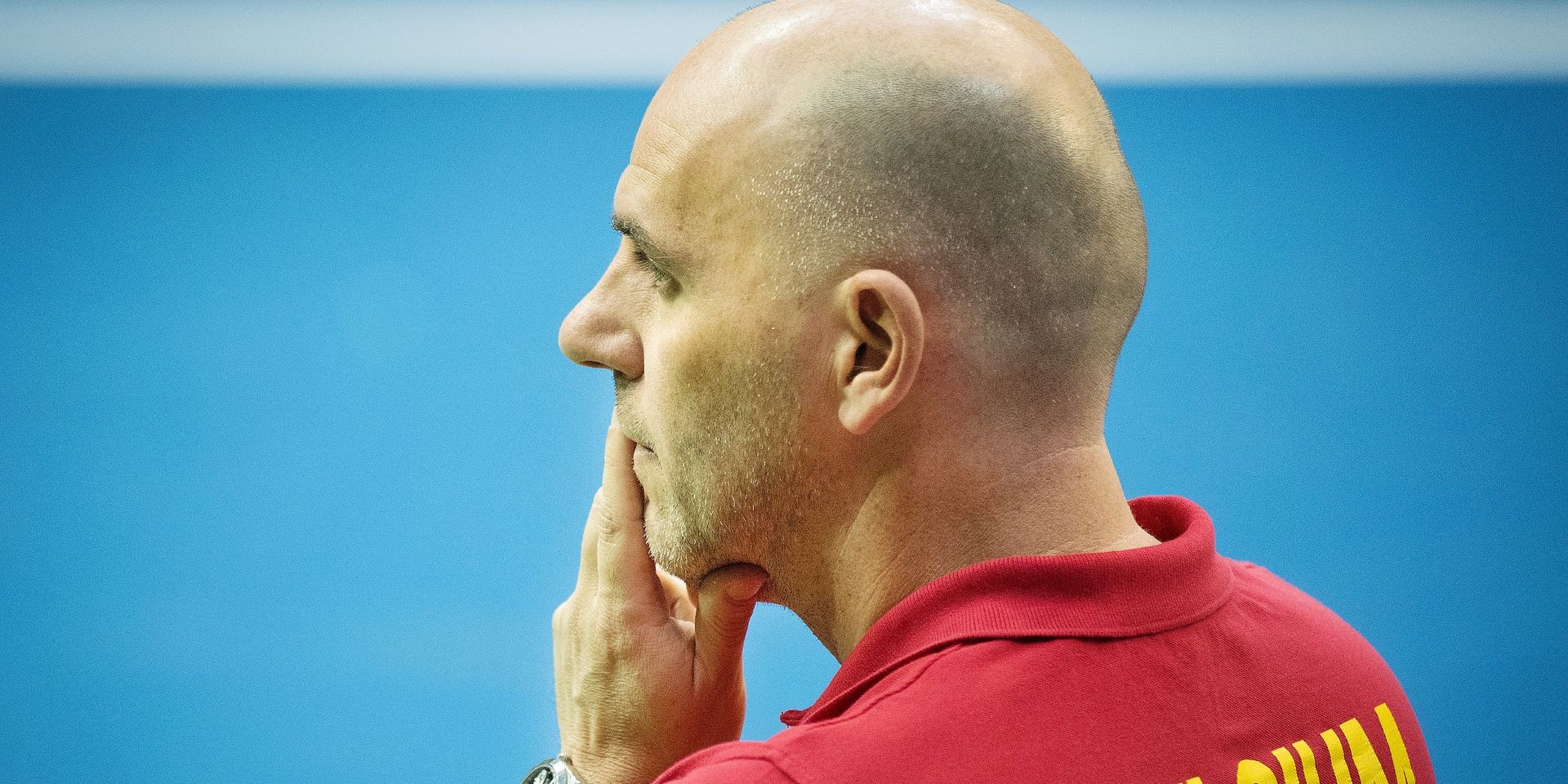 Belgian captain Johan Van Herck and looks pensive during a tennis match between Belgian Elise Mertens and French Alize Cornet, the second rubber of the Fed Cup tennis meeting between Belgium and France, the quarter-finals of the World Group, Saturday 09 February 2019 in Liege. BELGA PHOTO BENOIT DOPPAGNE