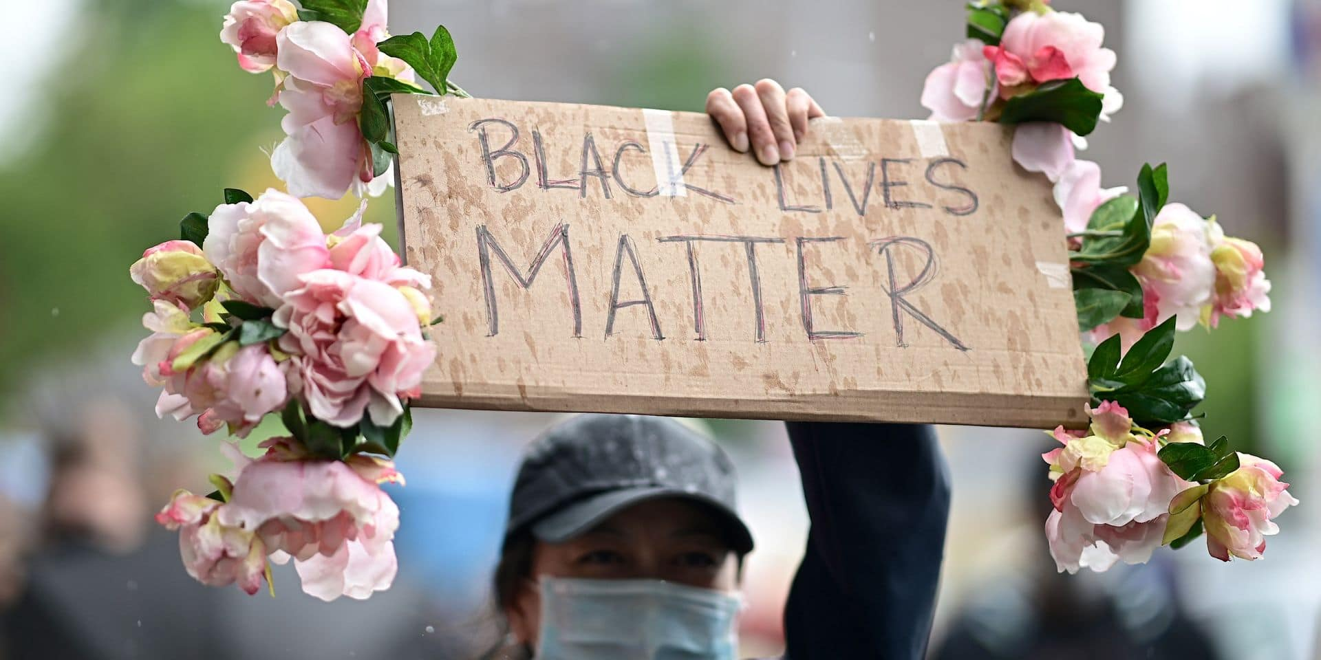 """Les influenceurs vivement critiqués: """"Arrêtez de traiter les manifestations comme Coachella"""""""