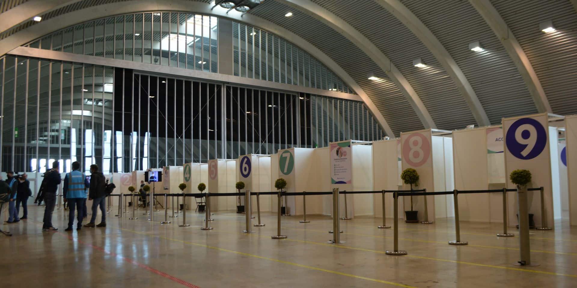 Mons: Des artistes s'invitent au centre de vaccination du Lotto Mons Expo pour la journée portes ouvertes