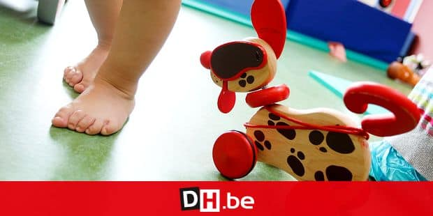 *** TODAY'S BELGA ARCHIVE PICTURE *** 20120515 - CHARLEROI, BELGIUM: Illustration picture shows the foot of a kid adn a toy at a children's day care center (creche - kinderdagverblijf) in Charleroi, Tuesday 15 May 2012. BELGA PHOTO VIRGINIE LEFOUR