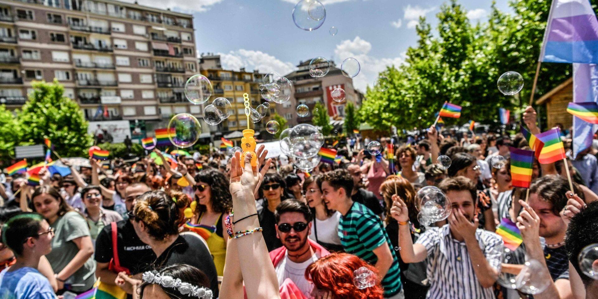 Des milliers de manifestants en Géorgie après la mort d'un caméraman, lynché par des militants d'extrême-droite lors d'une marche LGBTQ