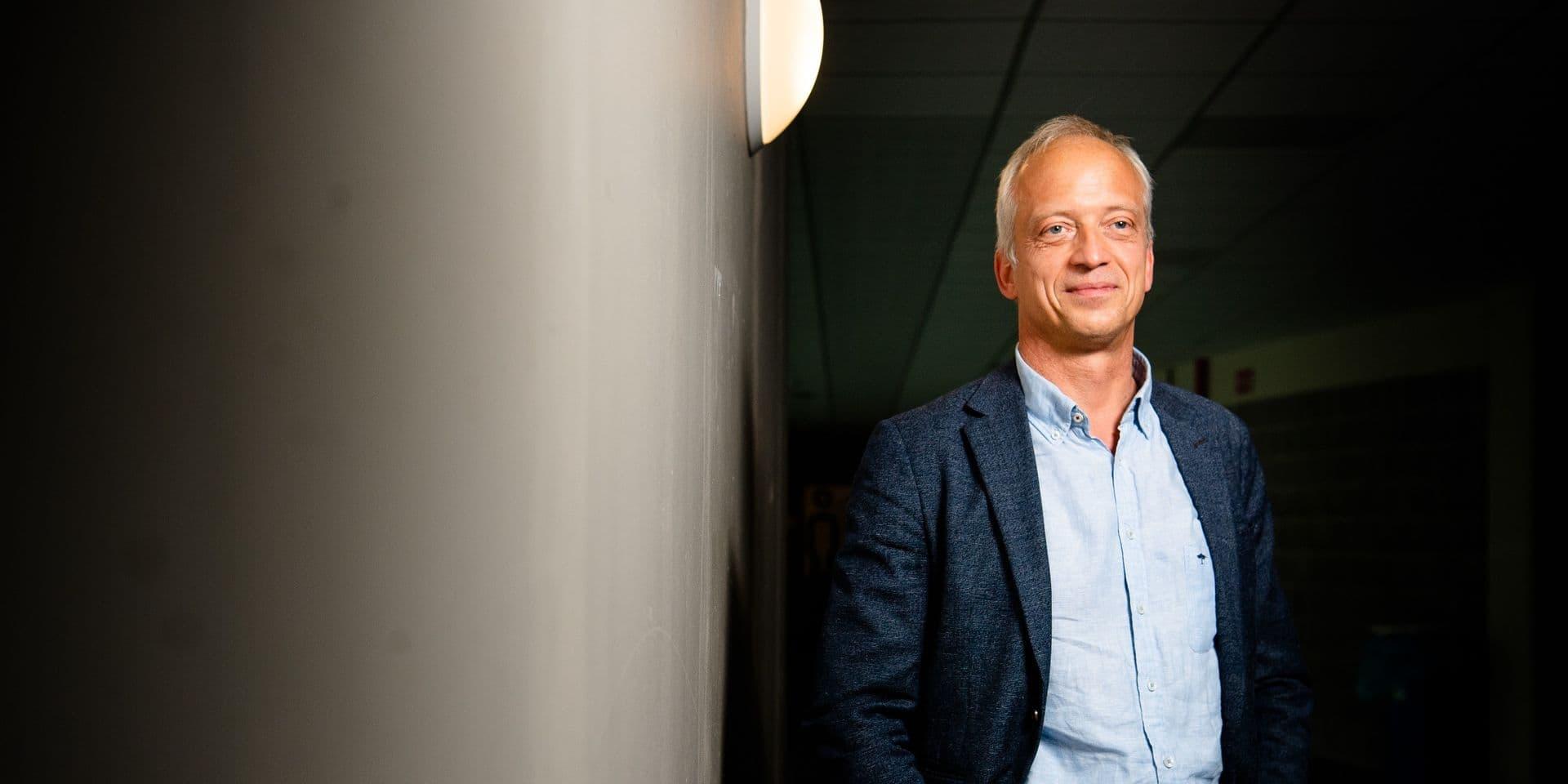 """Yves Coppieters: """"Nos choix politiques par rapport au Covid-19 sont trop peu basés sur des données belges"""""""