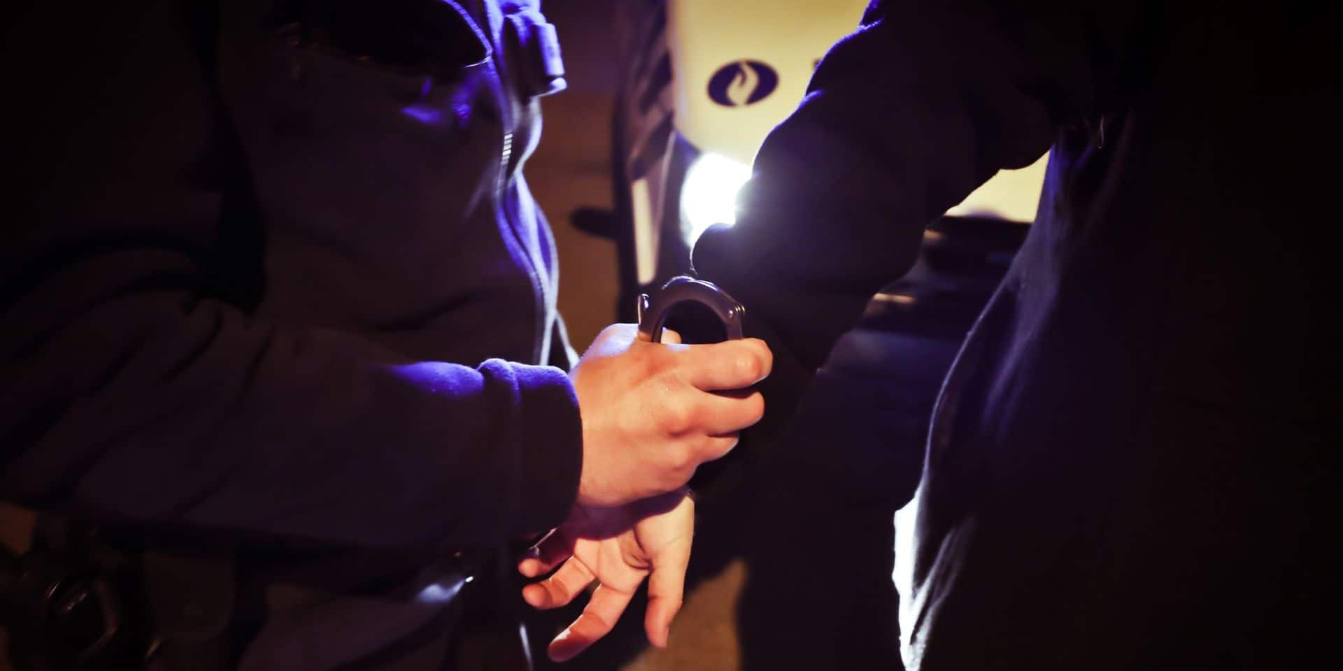 Borinage: il se rend au commissariat comme visiteur et termine la journée en prison