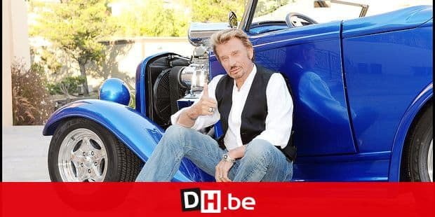EXCLUSIF - L' AMERICAN WAY OF LIFE DE JOHNNY HALLYDAY. NOTRE ROCK STAR NATIONAL POSE DEVANT SA MAISON DE LOS ANGELES AVEC SES 2 MOTOS, SA FORD GT 40 QUI LA FAIT VENIR DE FRANCE ET SON HOT ROD BLEU ELECTRIQUE REPORTERS / Angeli Ref: 00132660_000041.jpg